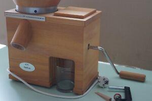 KoMo Kombigerät elektrische Getreidemühle Fidibus Medium + Handflocker Fidifloc