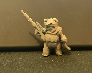 Ewok Bounty Hunter / Sniper Leader With Cape and Scoped Rifle (Star Wars Legion)