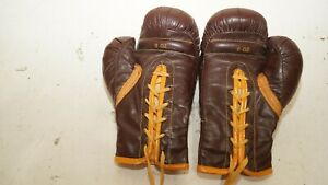 Everlast  Training 8 oz Boxing Gloves nice clean