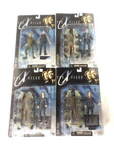 4 -1998 the X Files Fight the Future Agent Scully & Agent Mulder figures NEW