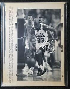 1989 Michael Jordan Original 11x8 AP Wire Photo Chicago Bulls vs Knicks Playoffs