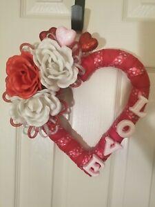 """San Valentine's door wreath, 13"""" inch. """"Love Heart"""" NEW white, red, pink"""