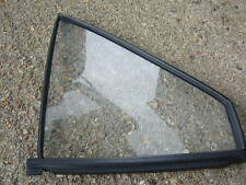 VW PASSAT B2 / SANTANA DRIVERS SIDE FRONT DOOR QUARTER GLASS 43R-001057