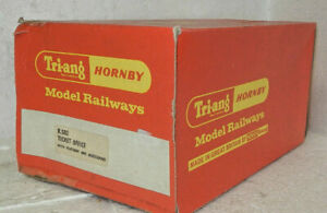 Triang Hornby OO Scale Ticket Office with Platform and Accessories