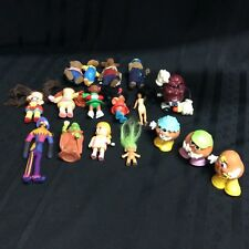 An odd lot of 17 childrens' figurines including the Berenstain Bears  ( E4)