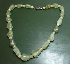 Erstklassige chinesische JADEKETTE lauchgrüne Jade ~1920 • China