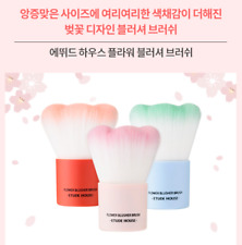 [Etude House] Blossom Picnic - Flower Pattern Blusher Brush (3 Colors)