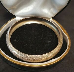 Vintage 67mm Silver Plated Engraved Embossed Repousse Etched Bangle 21Grams 13mm