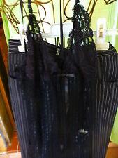 lot le pantalon noir rayé  et la nuisette noire =t 1-2