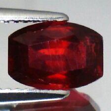 Gioielli e gemme di rubino naturale rossa del cuscino