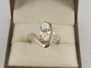 Solitaire Ring Sterling Silver Ladies Stunning Size S 1/2 925 4.3g Jc71