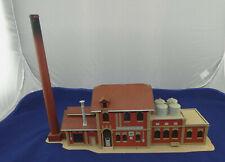 großes Brauerei-Gebäude mit Schornstein von Vollmer 26452 in Größe HO (H808) A