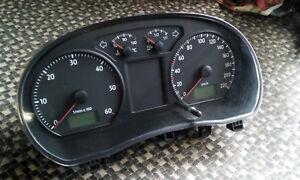 Tacho Kombiinstrument VW Polo 9N 1,4 TDi 51 KW 70 PS 157614 km 6Q0920803D #111 *