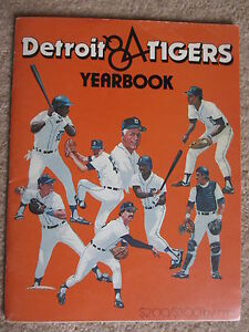 1984 DETROIT TIGERS WORLD CHAMPIONS AUTOGRAPHED YEARBOOK 32 AUTOS