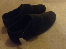 Men's Velcro Slippers Size 10. New With Tag.