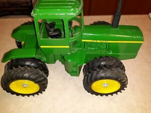 1/16 Scale John Deere 8630 No Box Has Been Played With Has Paint Chips