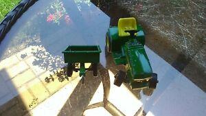 JOHN DEERE Lawn & Garden Toy Tractor & Cart JD Lawn Mower 1/16th Scale ERTL