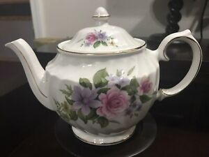 WIndsor teapot made in England pink roses