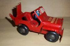 Très Ancienne voiture de pompier de collection en tôle. Genre Jeep. Roulante
