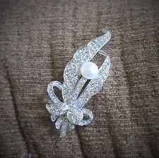 Fashion Feather Natural Freshwater White Pearl Brooch AAA Silver Tone