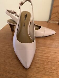 """NEW - Clarks Patent Slingback Pumps Womens Size 8 1/2  Leather 2-1/2"""" Heel"""