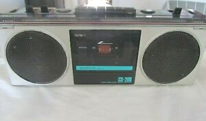 AIWA CS-200E 4 Band Stereo Radio Cassette Recorder Boombox Mic, Aux out