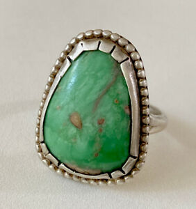 NICE VINTAGE NAVAJO STERLING SILVER LARGE TURQUOISE RING Sz 9