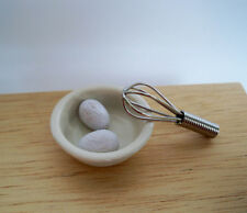 1:12 -für die Puppenhausküche Schüssel + Quirl + 2 Eier