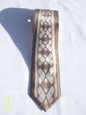 "Umo Lorenzo Men's Neck Tie Gold Diamond Pattern Silk 3.25""x 51"""