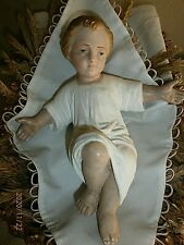 JESUS DE CRECHE DANS SON PANIER/ANCIENNE STATUE RELIGIEUSE/PLATRE PEINT/26x18cm