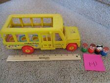 Vintage Fisher Price Little People School Bus 4 Figures 192 Mommy boy girl LOT I