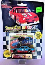 LIONEL NASCAR RACING STOCK CAR COLLECTORS CARD & DISPLAY STAND RICHARD PETTY 43