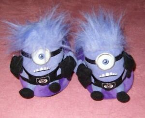 BOYS SIZE 10 MINIONS DESPICABLE ME SLIPPERS NEVER WORN
