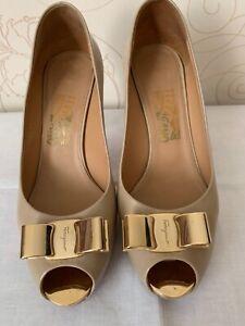 Salvatore Ferragamo Women's Vintage Shoes Gold Buckle Logo Size US 9 B EU 40