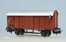 Marklin   Wagon couvert  de la DB avec feux  de fin de convoi.