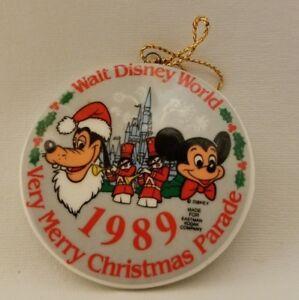 Walt Disney Monde 1989 Très Joyeux Noël Parade Porcelaine Tree Ornement