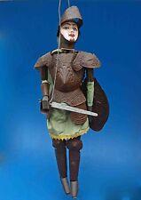 superbe marionnette à tringle ancienne - le guerrier en armure