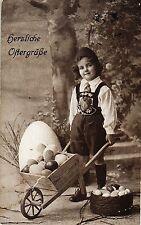 Ostern, Kind, Schubkarre mit Eiern, um 1920