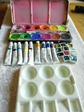 SELECTION OF PAINTING ITEMS