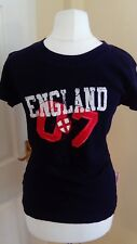 "England SPORTS FOOTBALL Donna Woman Top T Shirt Navy Blue ""Miss Posh Nuova con etichetta 10/12"