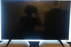 Visio 32in smart TVs broken screen turns on
