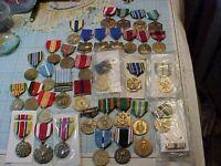 ORIGINAL LARGE LOT VINTAGE US MILITARY MEDALS WWII / KOREA / VIETNAM ETC