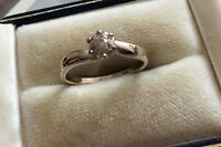 Beautiful Ladies Stamped Vintage Solid 18ct White Gold Diamond Cluster Ring