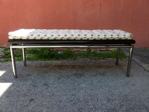 LONG MOD 70'S PACE STYLE CHROMED STEEL BENCH WITH LACQUERED WOOD TOP