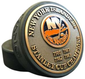New York Islanders 3D Textured Gold Plated Stanley Cup Medallion Hockey Puck