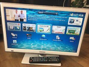 "Samsung UE22ES5410W Gloss White 22"" Full HD 1080p Freeview Smart LED TV"