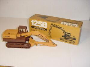 1/35 CASE 125B Excavator by NZG (#2965) NIB! Never Displayed!