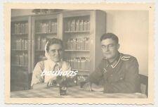 Foto Krankenschwester mit Brosche-Soldat (DRK) 2.WK (d737)