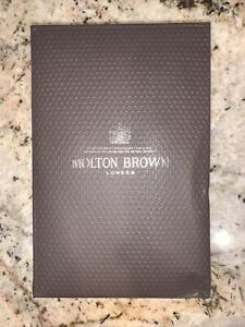 Molton Brown Bathing Gift Set 10 Oz/ 300ml Each Tobacco Absolute & Black Pepper