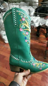 Women Western Block Boots Side Cross Floral Pointed Toe Cowgirl Embroidered Boot